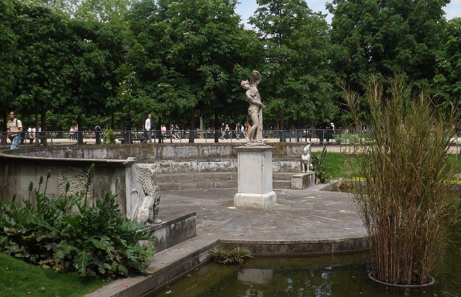 Voyageursaulouvre archive du blog le palais et le for Au jardin du port le palais